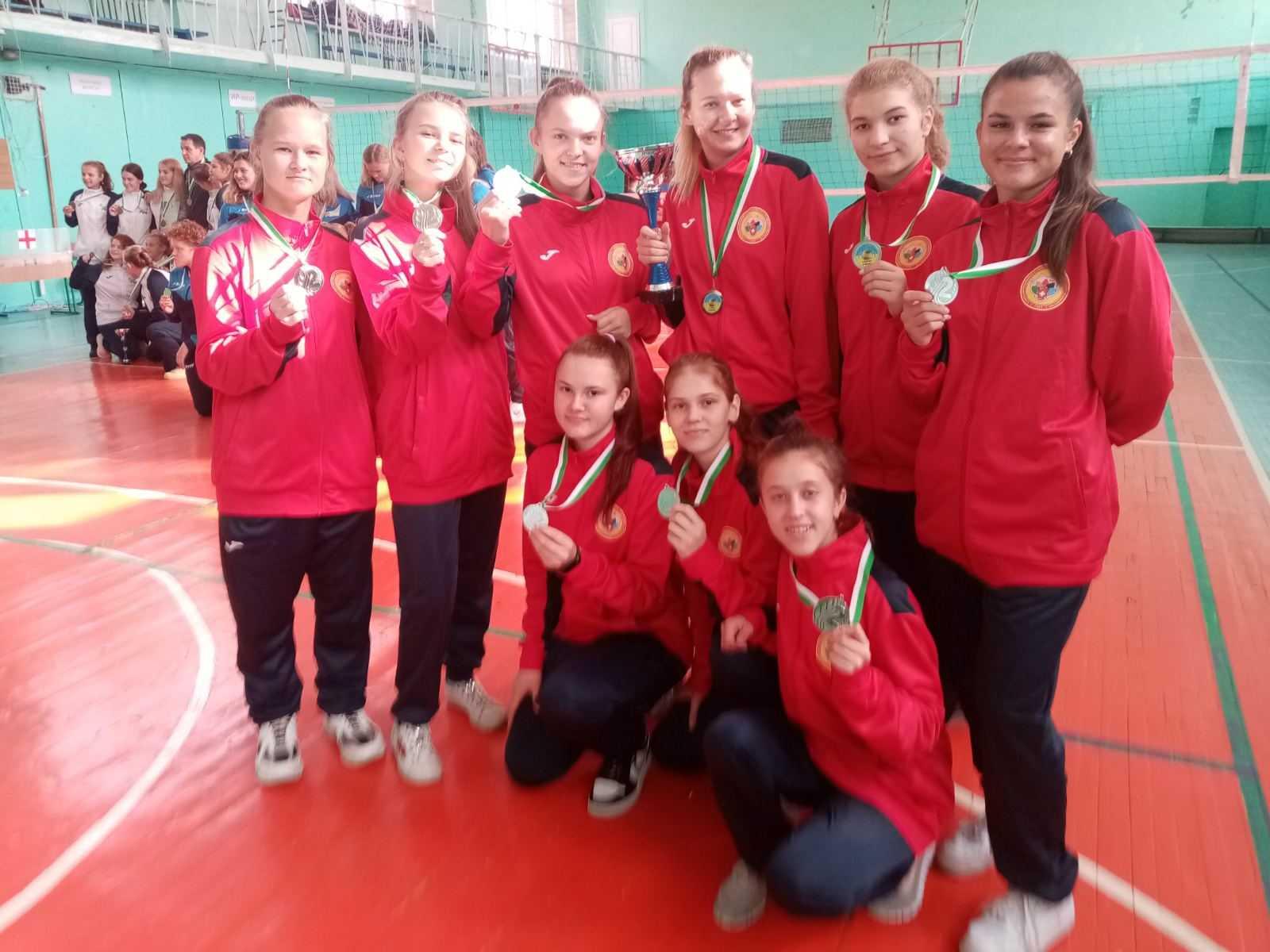 Рівненські волейболістки привезли з Полтави срібло